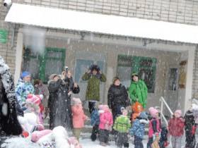"""На территории д/с """"Сказка"""" почтили память погибших в Кемерово."""