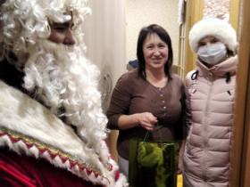 Администрация сельского поселения Лесной сельсовет поздравили семьи, имеющих детей инвалидов, С Новым годом и вручили подарки.